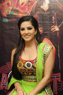 sunny-leone-at-jackpot-hyd-promo-event-004.jpg