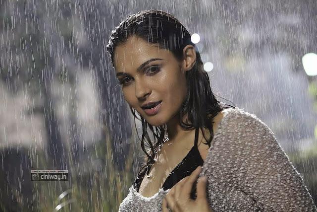 Endrendrum-Punnagai-Movie-Andrea-Stills