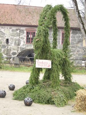 En rigtig svensk julebuk af gran.