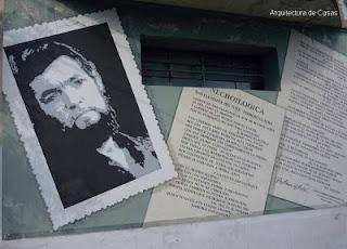 Mural sobre autor literario en una esquina de Buenos Aires
