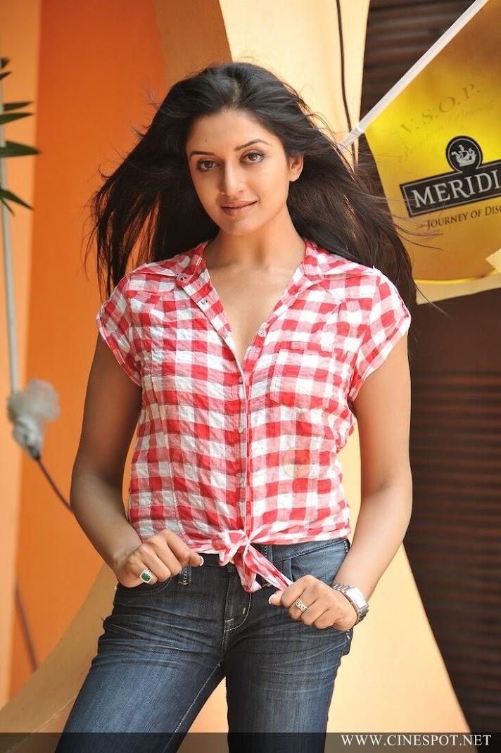Vimala Raman latest pics in Jeans & TOP