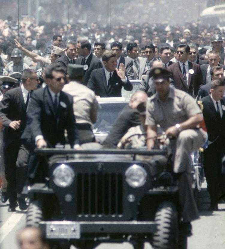 JFK in Costa Rica March 1963-heavy security