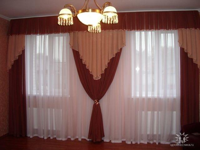 Дизайн штор для зала с двумя окнами фото
