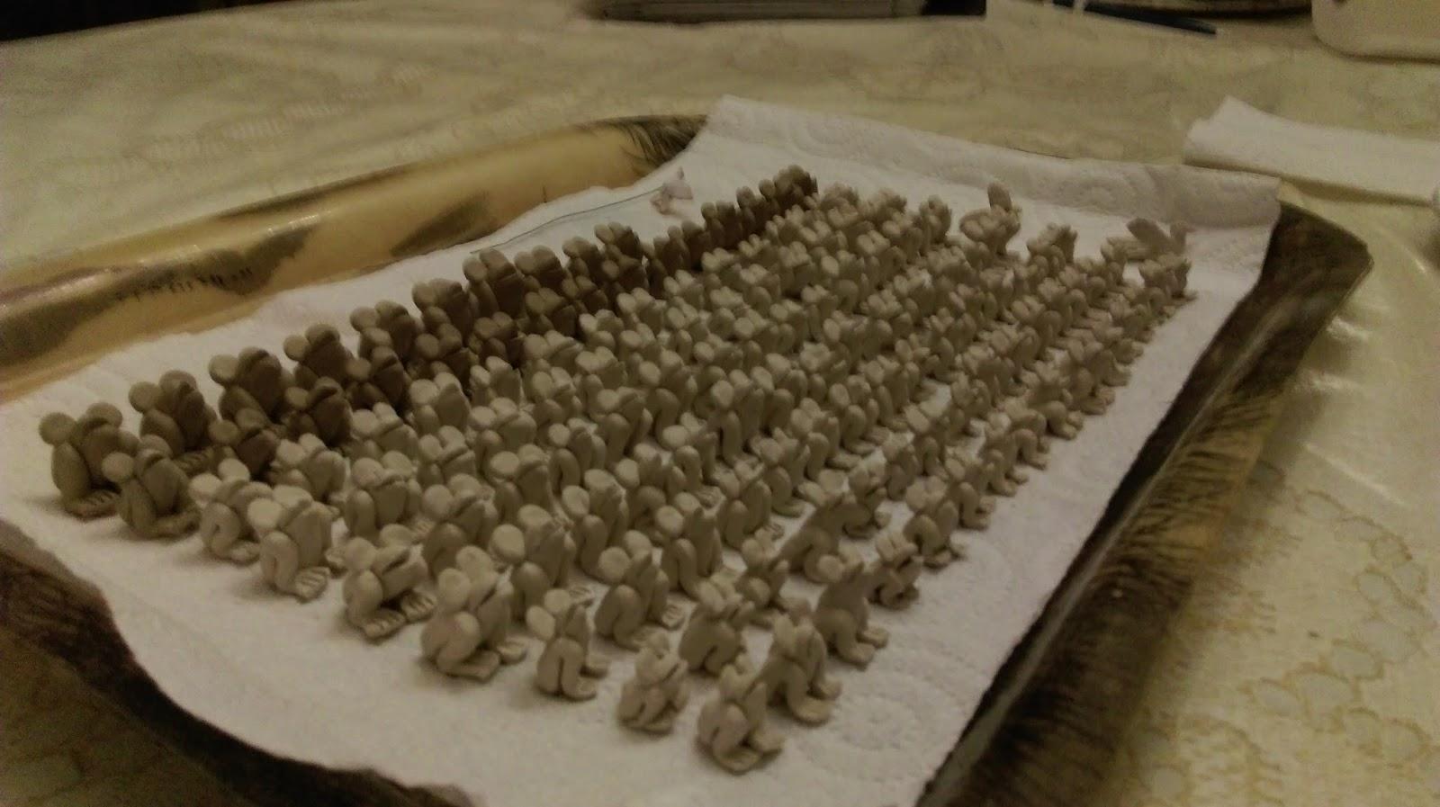 La cr che par maxime codou fabrication des grenouilles - Fabrication de maison pour creche de noel ...