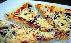 resep praktis (mudah) membuat makanan kue (roti) khas pizza keju (sosis) enak, lezat