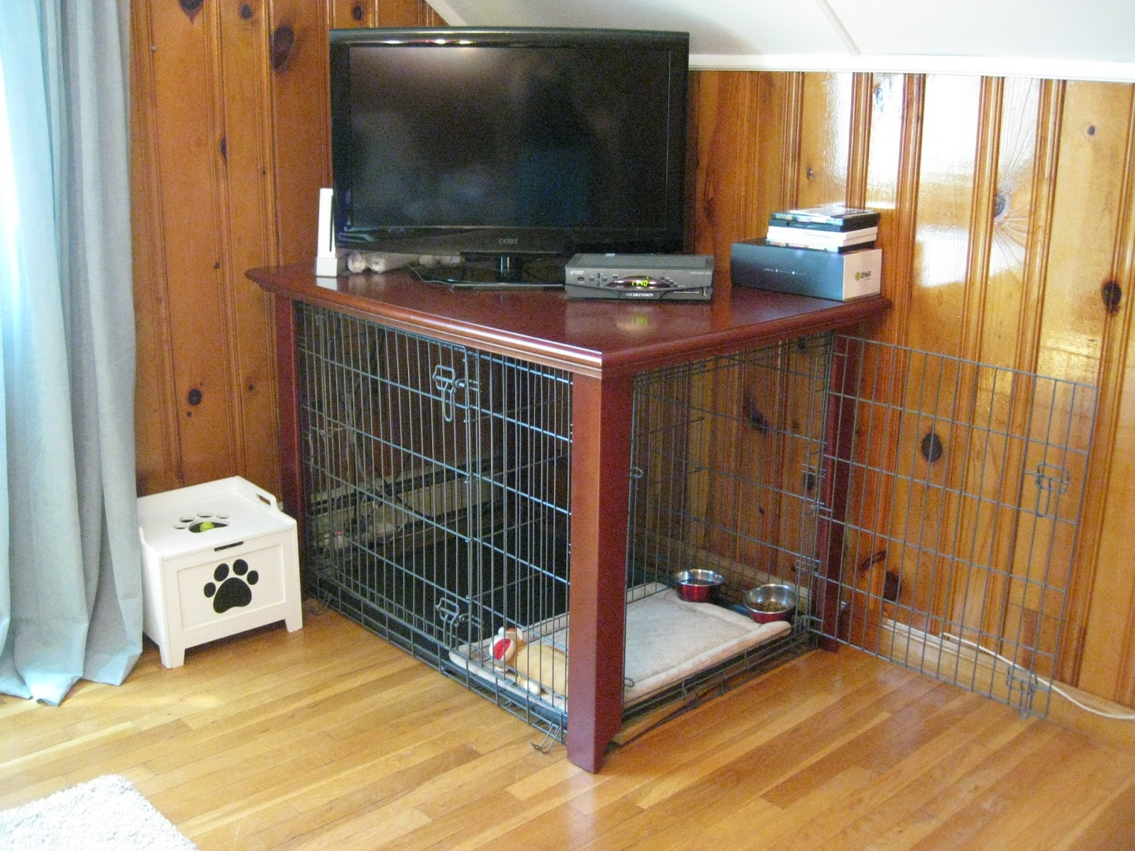 Great finds by megan marie designs a tv stand dogs love for Design indoor dog crate