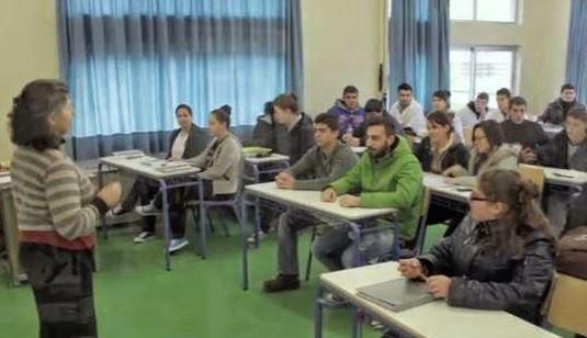 Νέο βίντεο με τον Βαγγέλη Γιακουμάκη να κοιτά την κάμερα [video]