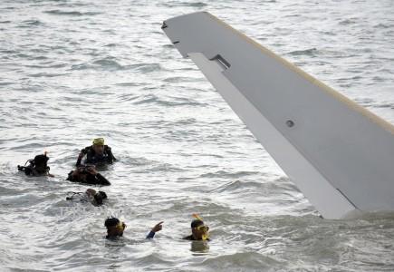 Tim Penyelam TNI AL Terlibata dalam Evakuasi Bangkai Pesawat Lion Air