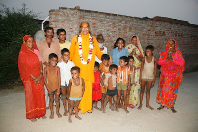 Jagadguru Kripaluji Maharaj on a visit to poor villagers