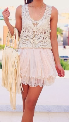 street style: summer lace top and tulle skirt outfit