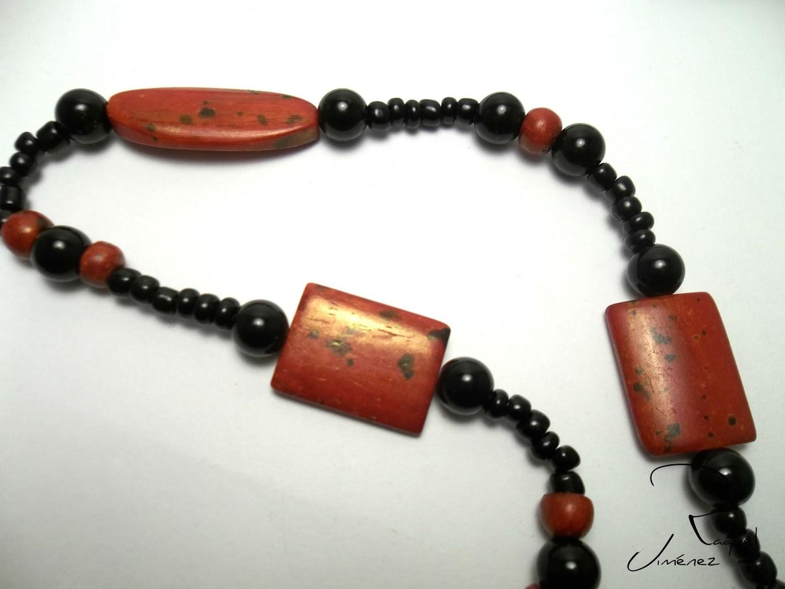 collar Rojo y Negro