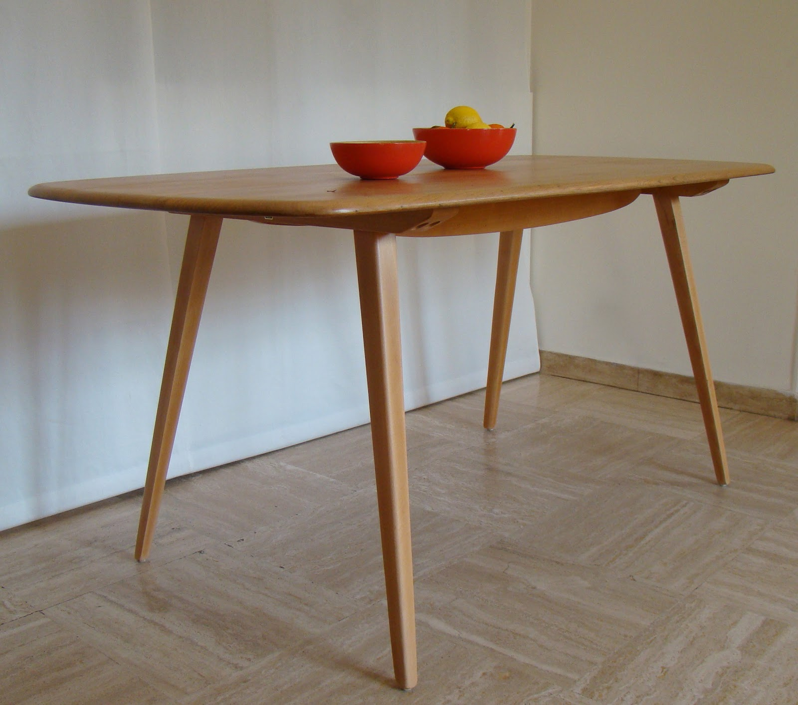 Vintage in villennes tables - Table originale salle manger ...