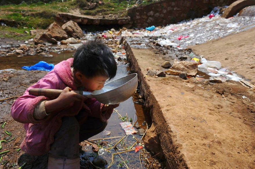 #15 Child Drinks Water From Stream In Fuyuan County, Yunnan Province - 22 Heartbreaking Photos Of Pollution That Will Inspire You To Recycle