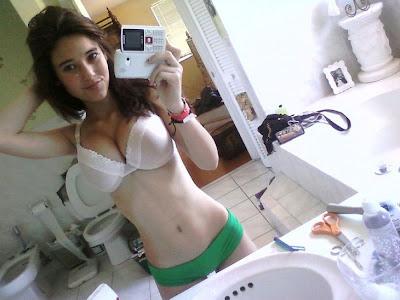 http://2.bp.blogspot.com/-QDEt8ljQGvE/Td0C7PrqGzI/AAAAAAAADXM/slqqGGmKonw/s1600/Angie-Varona-hot-self-shot-pics26.jpg