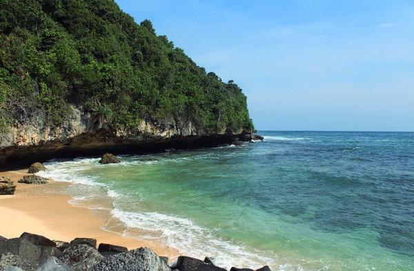 Pantai Indrayanti atau pantai Pulang Sawal