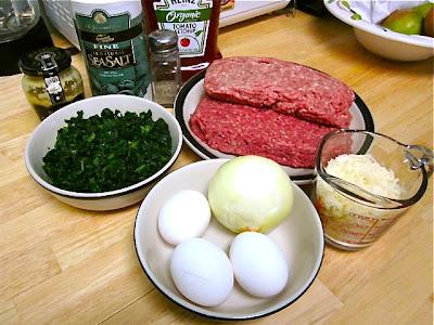 Мясной рулет со шпинатом и сыром