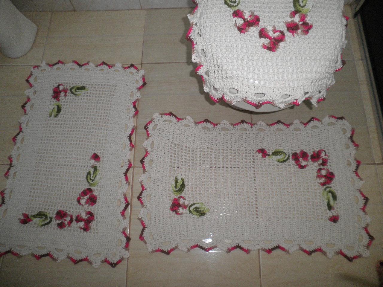 Jogo de Banheiro com flores vermelhas ~ Nena Artesanatos #9C2F52 1280x960 Banheiro Com Azulejo De Flores