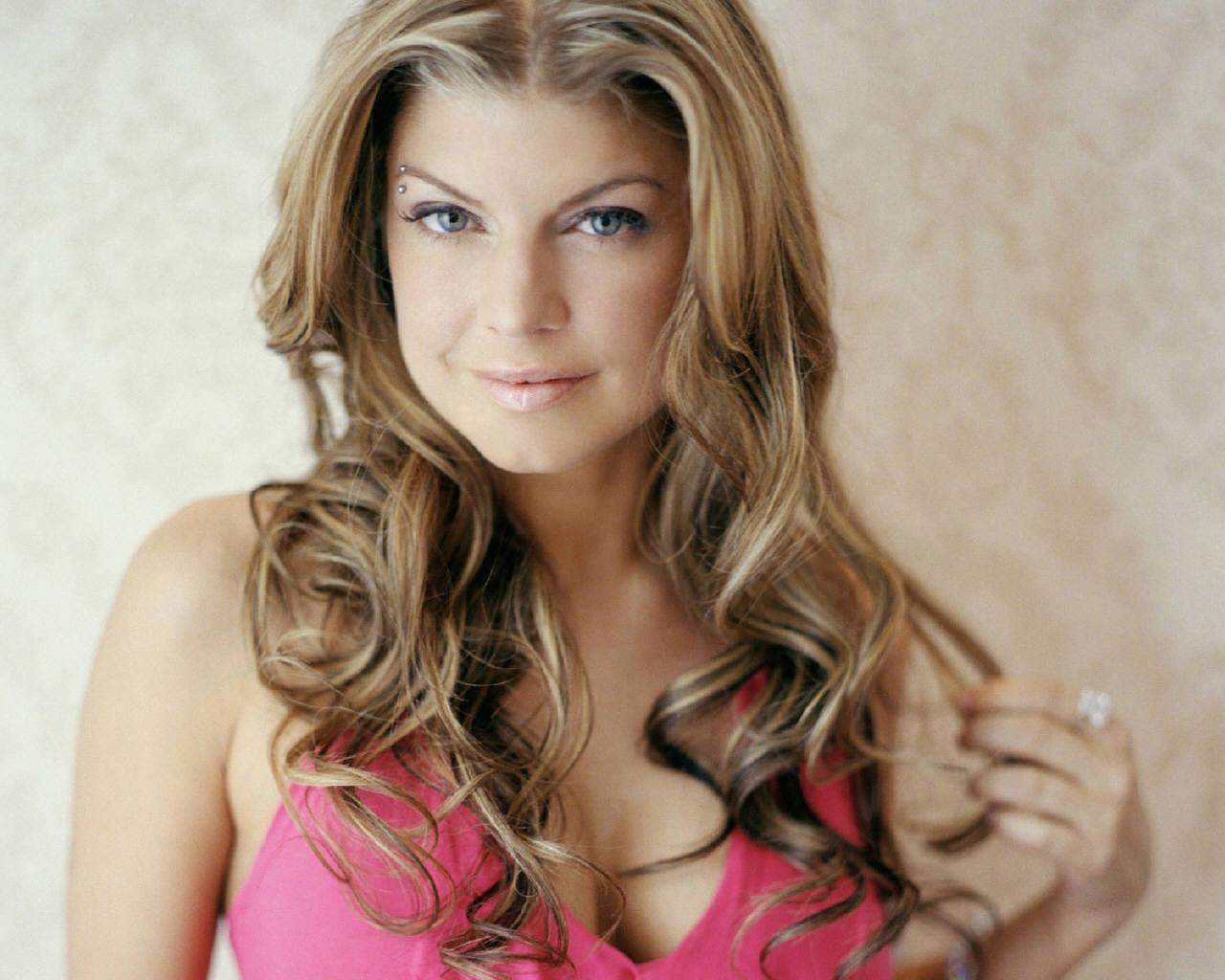 http://2.bp.blogspot.com/-QE6Nk6DaA_g/TrQwoV9evtI/AAAAAAAAECY/frluNW3gg3A/s1600/fergie+hairstyles+%25282%2529.jpg