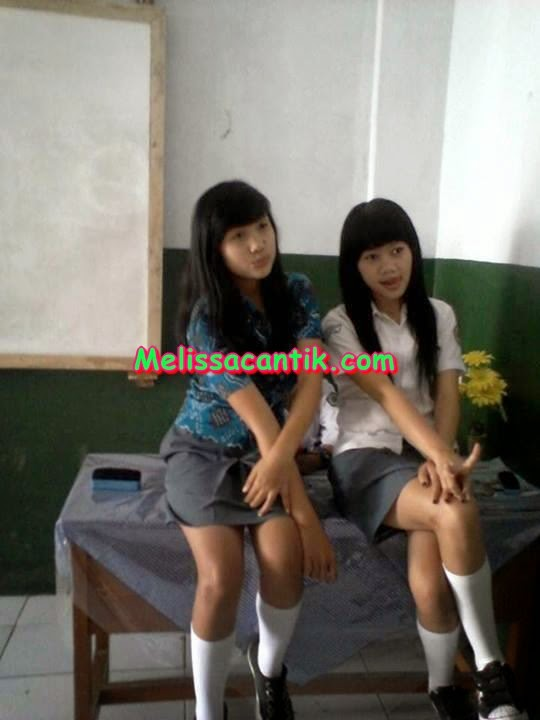 Cewek SMA Nakal Pake Seragam Sekolah Ketat Sexy Terbaru 2014