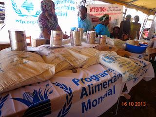 Des systèmes alimentaires durables au service de la sécurité alimentaire et de la nutrition, c'est sous ce thème que le monde a célébré ce mercredi, 16 octobre 2013, la journée internationale de l'alimentation. L'Unicef et l'Organisation des Nations unies pour l'alimentation et l'agriculture, FAO, ont annoncé une conférence de presse au Campus universitaire de lac UNIGOM ou Kinyumba.  Selon le Responsable du Cluster sécurité alimentaire au sein de la FAO, 3 messages clés seront débattus à cette occasion. C'est notamment l'alimentation saine, le système alimentaire sain et la politique adaptée à l'alimentation. Christophe Loubaton invite à cet effet le gouvernement congolais à mettre en place une bonne gouvernance alimentaire.  Apres la conférence débat a l'intention de tout les étudiants de l'Unigom plus précisément ceux de la faculté d'Agronomie, une exposition de produits alimentaire s'en est suivi afin de commémorer de cette journée en beauté.  Différentes Organisation du Système de Nations Unies et autres étaient présentes a cette activité, comme le Programme Alimentaire Mondiale Pam, la Fao, l'Unicef, le  programme national de nutrition Pronanut, le WWF, et autres.  Sur place les commerçants, les agriculteurs, les vendeuses de denrée alimentaire étaient invités  à étaler gratuitement leurs produits. Dans différents Stand, nous avons trouvés le chou, le soja, Les chèvres, les dindes, les champignons, la carotte, la farine de mais, de manioc, l'huile de palme, et autres.   Ici, les statistiques livrées par l'UNICEF font état de 58 sur 100 enfants qui souffrent de la malnutrition chronique et 6.7 % font face à la malnutrition aigue en province du Noord Kivu. Selon la Fao présente a cette conférence débat, environs 870 million de personnes dans le monde souffrent de la sous alimentation chronique, soit un enfant de moins de 5 ans sur quatre souffre du retard de croissance