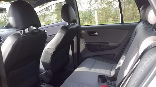 VW Fox 2016 CrossFox I-Motion - espaço traseiro