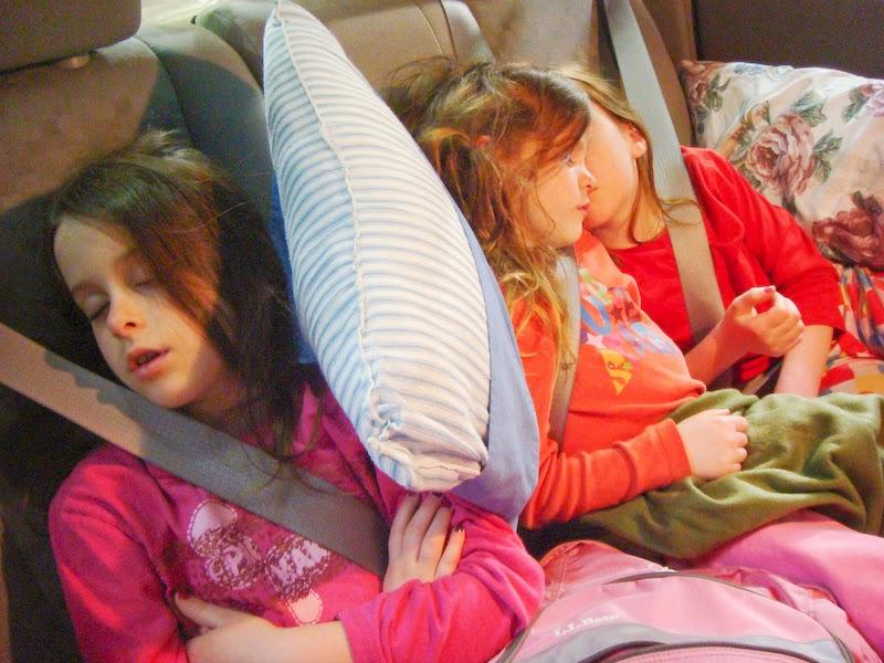 Tak Mampu Sewa Rumah Ibu 2 Anak Tidur Dalam Kancil