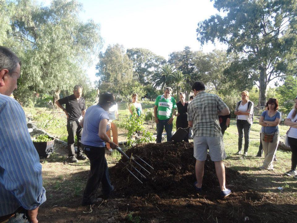 Periodismo en redacci n taller de compost en el jard n for Jardin 935 bahia blanca