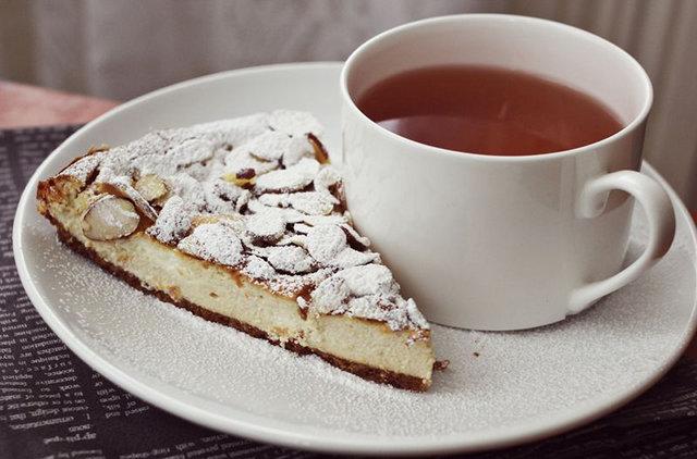 Homemade Cheesecake Recipe - Coffee and Cream Cheesecake Recipe via A Beautiful Mess - DIY Craft Blog Round Up