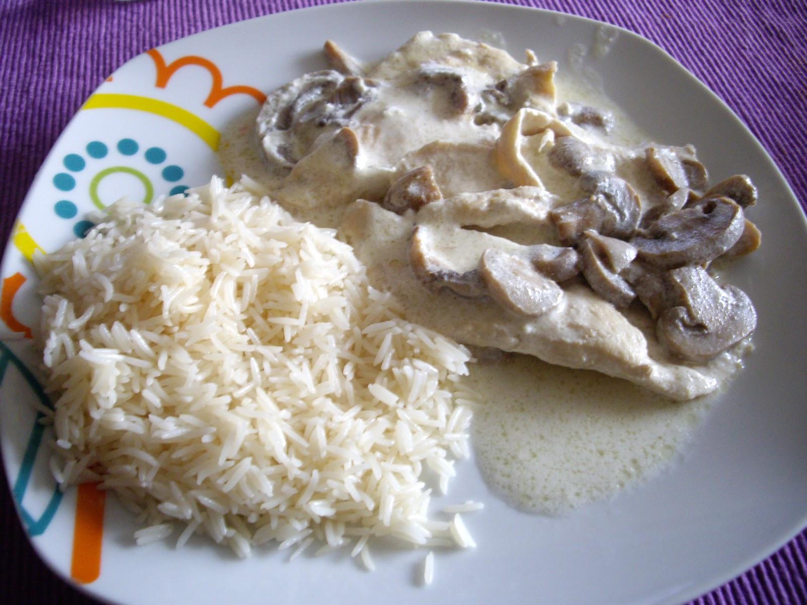 Cocinando con filus filetes de pollo con nata y champi ones for Cocinar champinones laminados