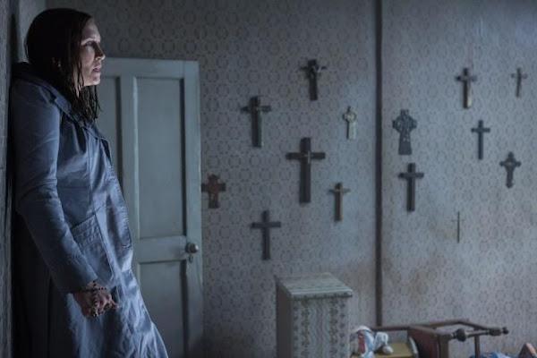 Vera Farmiga em Invocação do Mal 2 'The Conjuring 2' (via Warner Bros.)
