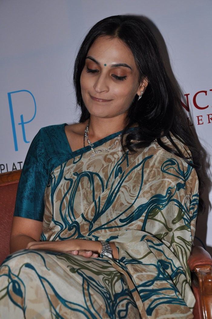 aishwarya, dhanush launches prince jewellery platinum collections actress pics