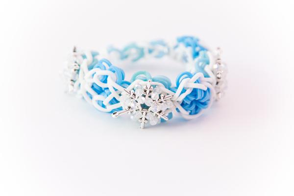 Frozen Inspired Snowflake Rubber Band Bracelet #loombands #rubberbandbracelet #rainbowloom #flowerpower #frozen
