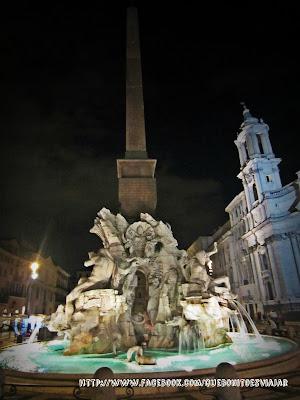 Fuente de los cuatro rios en Plaza Navona en Roma