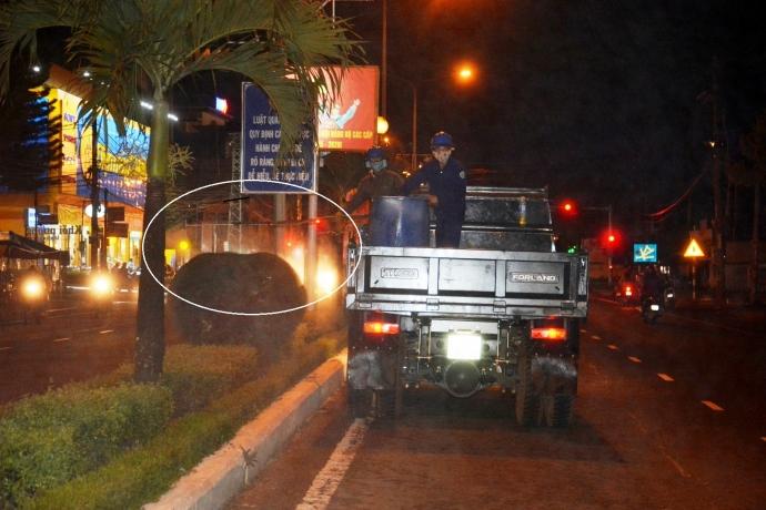 Gia Lai: Người dân bức xúc vì phun thuốc trừ sâu trên đường phố lúc đông người
