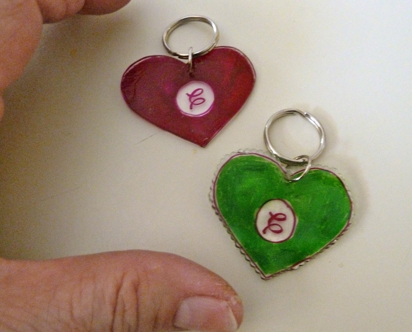 make it easy crafts  monogrammed shrink plastic key chains or zipper pulls