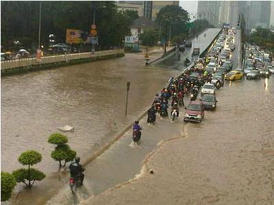 Gambar 2 : Banjir kilat KL 13 Dis 2011