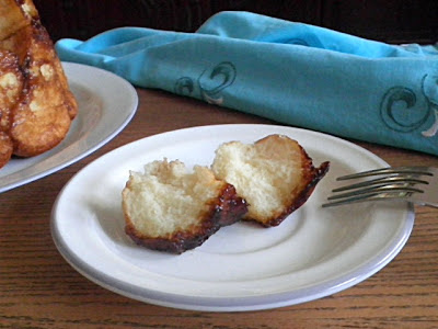 Monkey Bread  Recipe @ http://treatntrick.blogspot.com