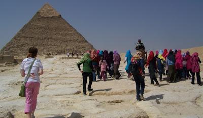 egypt-cairo-giza-pyramids-local-tourists