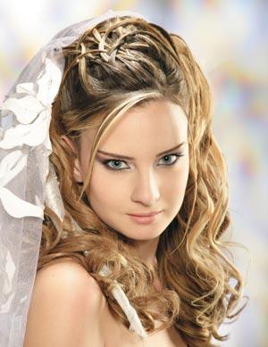 pueden ser peinados muy formales o llevar el pelo y rizos que tambin quedan muy bonitos con los velos ya que se crea un contraste de