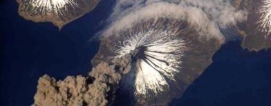 Melihat letusan gunung api dari angkasa