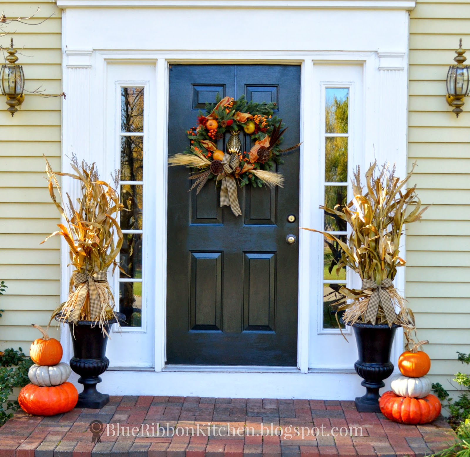 Thanksgiving front door decorations - Recycling Corn Stalks For A Harvest Door Welcoming Thanksgiving