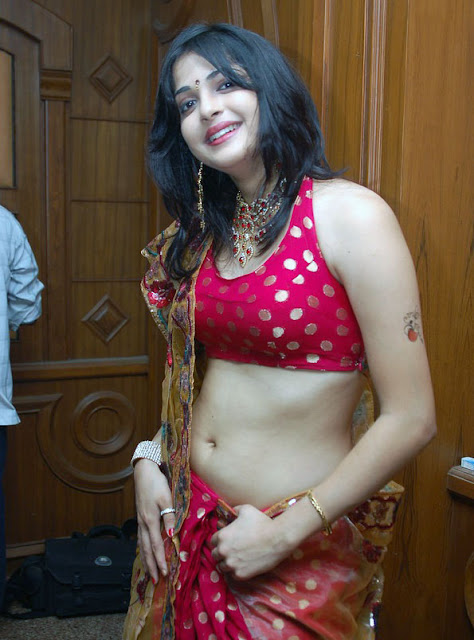 Tamil Actress Nicole Navel Show  Photos