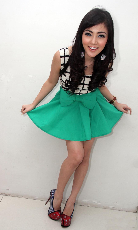 Actress Bella Shofie Sexy Short Dress