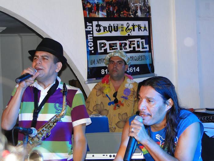 Maestro Spock e Ed Carlos com a Orquestra Perfil