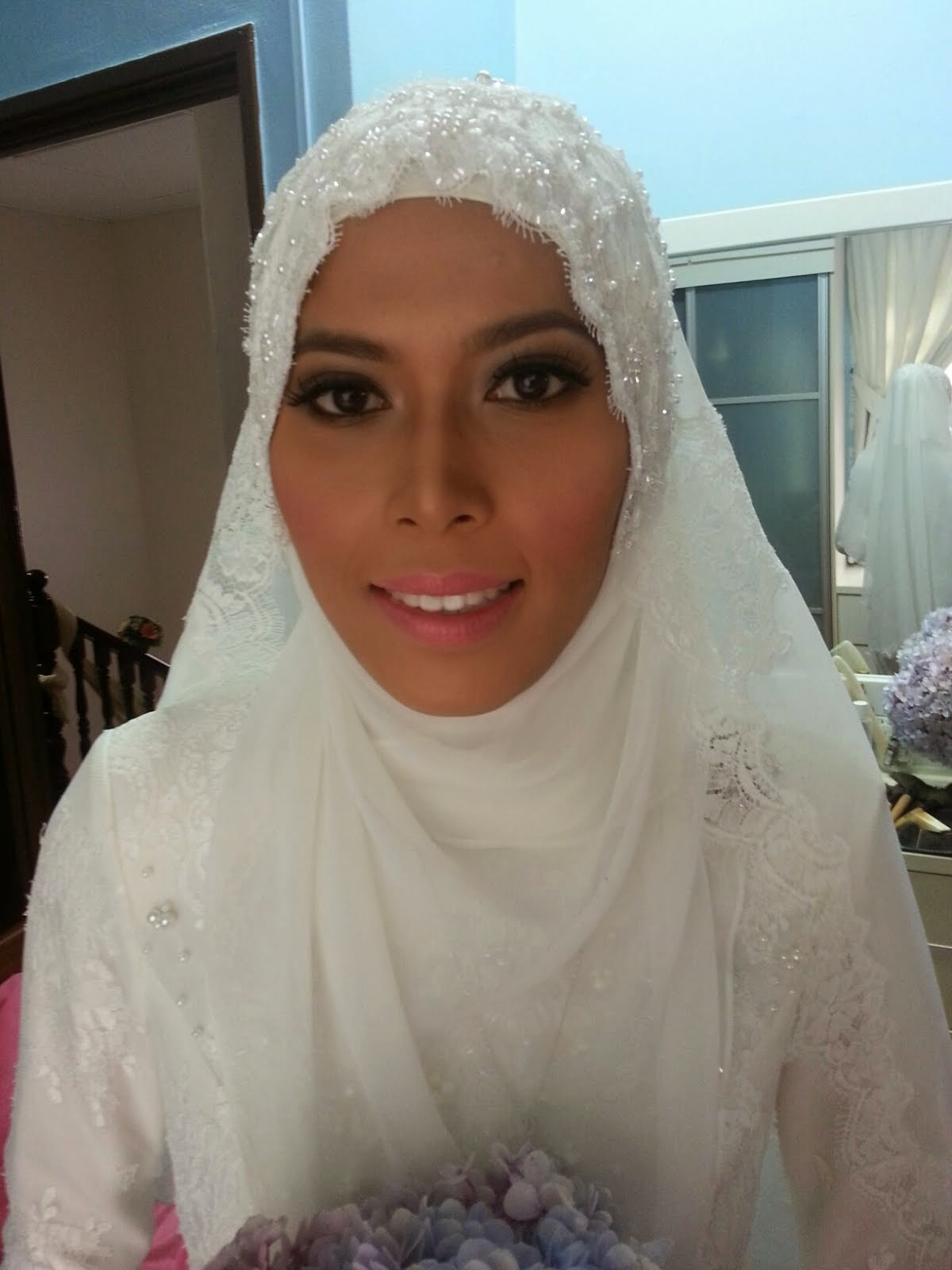 Anne Mahazir make up