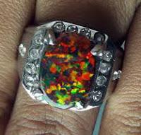 Asal-usul Batu Opal Tiruan (Sintetis)