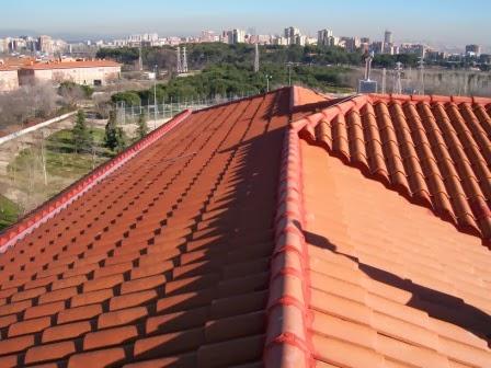 Reparaci n de tejados a cuatro aguas construcci n de for Tejados de madera a 4 aguas