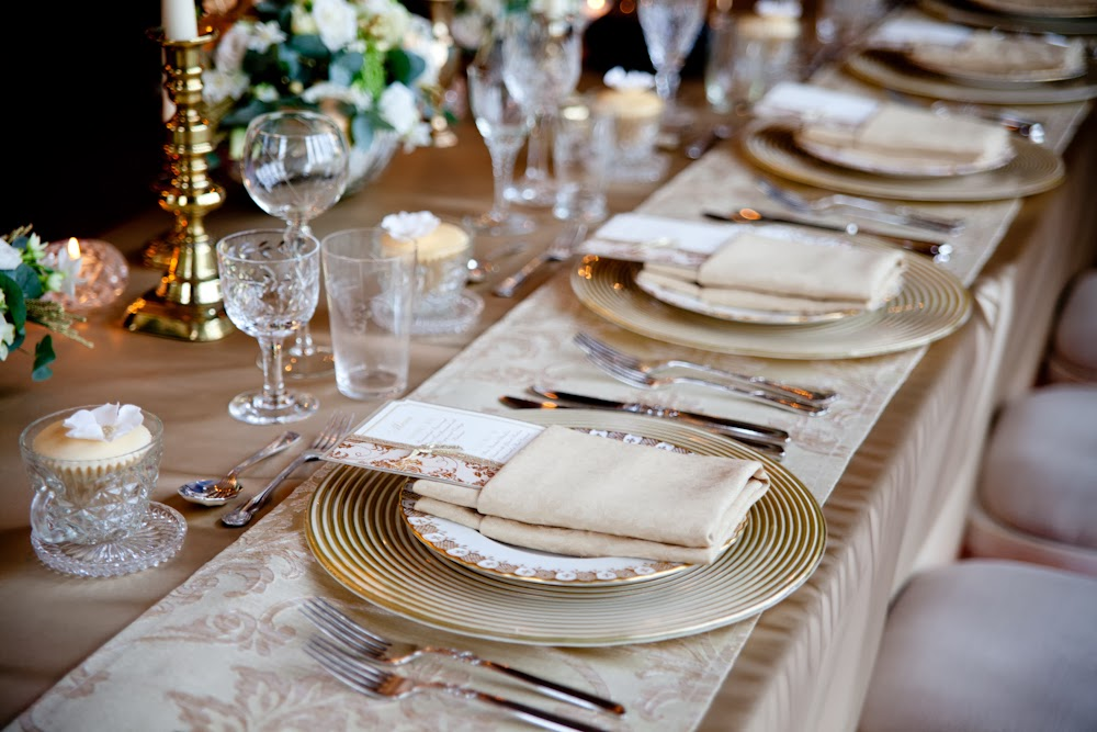 Golden glamour winter wedding table decor, styled by Weddings by Sophie