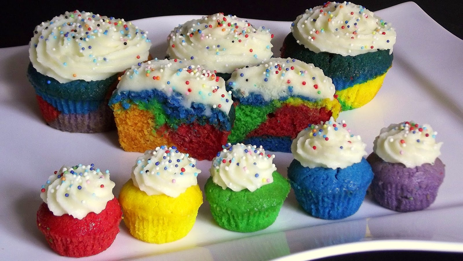 backen kann jeder bunte regenbogenmuffins. Black Bedroom Furniture Sets. Home Design Ideas