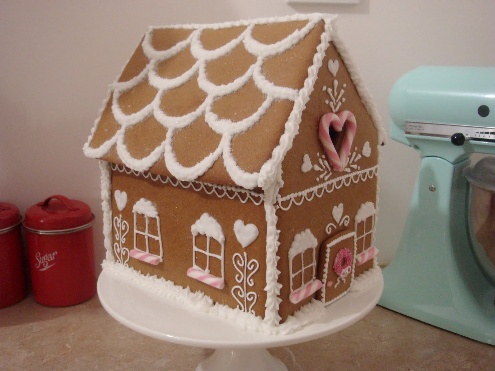 Design For Roof Gingerbread House Html on butterfly roof designs, church roof designs, gingerbread house chimneys, gingerbread house masonry, garden roof designs, birdhouse roof designs, snow roof designs, gingerbread house details, gingerbread house roofing,